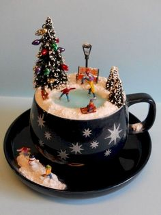 Nice 40 Easy DIY Teacup Mini Garden Ideas to Add Bliss to Your Home coachdecor. Nice 40 Easy DIY Teacup Mini Garden Ideas to Add Bliss to Your Home Miniature Christmas, Noel Christmas, All Things Christmas, Vintage Christmas, Christmas Ornaments, Christmas Candles, Garden Ornaments, Christmas Projects, Holiday Crafts