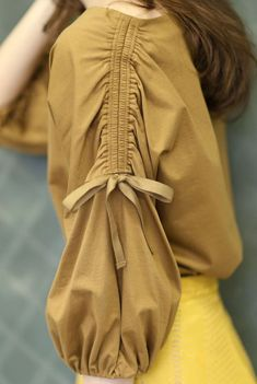 De things dey do hurt u bt they're still completely unaware of it . Kurti Sleeves Design, Sleeves Designs For Dresses, Kurti Neck Designs, Sleeve Designs, Blouse Designs, Pakistani Fashion Casual, Pakistani Dresses Casual, Pakistani Dress Design, Stylish Dresses For Girls