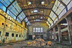 Opuszczona fabryka Ursus, Warszawa  Foto: Michał Jankowski Fotografia
