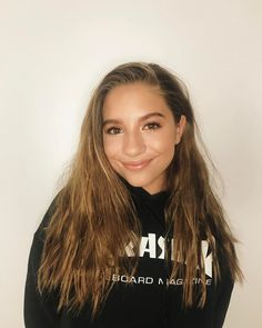 How does Kenzie's makeup always look on fleek? Don't deny it, Kenzieeee❤️❤️ Divas, Johnny Orlando, Maddie And Mackenzie, Mackenzie Ziegler Instagram, Dance Moms Mackenzie, Dance Moms Girls, American, Pretty People, Role Models