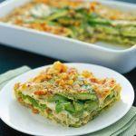 La farcitura di questa pasta al forno è appetitosa e originale: crema di crescenza, asparagi, pane e noci. Prova la ricetta di Sale&Pepe.