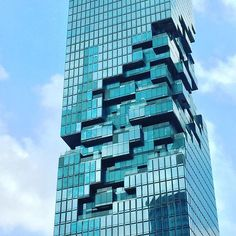 The gorgeous and unfinished Mahanakhon, once completion it will be high, making it the tallest skyscraper of Bangkok Loving the pixelated facade ! Architecture Unique, Cabinet D Architecture, Futuristic Architecture, Facade Architecture, Landscape Architecture, Building Facade, Building Design, Tower Building, Mahanakhon Tower