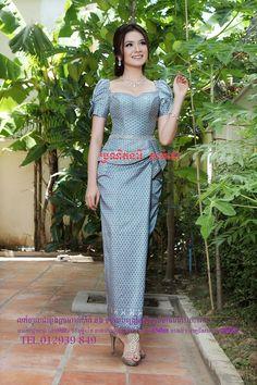 Khmer Myanmar Traditional Dress, Thai Traditional Dress, Traditional Fashion, Traditional Outfits, African Attire, African Fashion Dresses, African Dress, Cambodian Wedding Dress, Filipiniana Dress