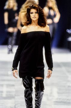 Stephanie Seymour, Versace Fall 1991 Ready-to-Wear Collection Photos - Vogue 1990s Fashion Trends, Fashion Models, Fashion Brands, Fashion Outfits, High Fashion, Women's Fashion, Fashion Stores, Couture Fashion, Daily Fashion