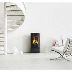 De #Morso S10-40 is ingericht om hout volledig en schoon te verbranden. Hierdoor komt er minder CO2 vrij wat goed is voor het milieu. Dankzij de grote glasruit is er vanuit de gehele woonkamer een goed zicht op het sfeervolle houtvuur. #Fireplace #Fireplaces #Houthaard #Houtkachel #Kampen #Interieur