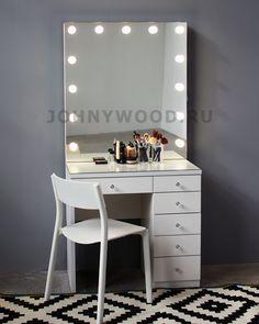 Белый туалетный столик с гримерным зеркалом и ящичками Johny Wood