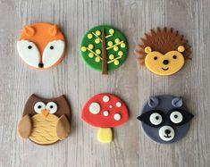 12 Woodland themed fondant cupcake toppers (Fox, Hedgehog, Owl, Skunk, Mushroom and Tree) Fondant Cupcakes, Kid Cupcakes, Animal Cupcakes, Fondant Icing, Fondant Toppers, Cupcake Cakes, Fondant Tree, Fondant Owl, School Cupcakes