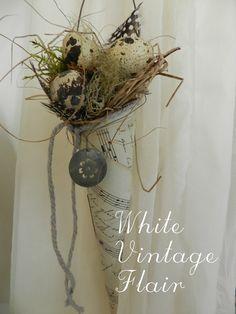 Vintage Deko - Shabby / Vintage Spitztüte aus alten Noten - ein Designerstück von whitevintageflair bei DaWanda