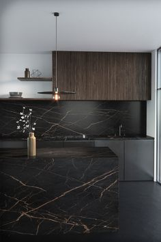 Harmony Of Black Marble Countertop And Black Wood Cabinets Modern Kitchen Interiors, Luxury Kitchen Design, Kitchen Room Design, Modern Kitchen Cabinets, Home Decor Kitchen, Modern House Design, Interior Design Kitchen, Modern Interior Design, Modern Kitchen Designs