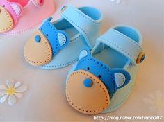 Fondant baby shoe tutorial from http://deborahhwangcakes.blogspot.co.uk/2011/08/how-to-make-fondant-baby-shoes.html?m=1