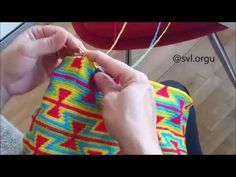 Tutorial Wayuu Bag Crochet - Part 1 Mochila Crochet, American Indian Art, Tapestry Crochet, Potpourri, Fingerless Gloves, Arm Warmers, Crochet Patterns, The Incredibles, Knitting