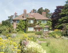 The latest news and trends in travel. George Bernard, Bernard Shaw, Country Houses, Town And Country, Manor Houses, Old Houses, Famous Haunted Houses, Famous Playwrights, House Gardens