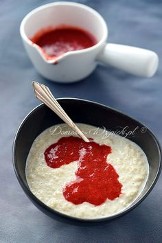Kasza jaglana na mleku kokosowym to propozycja na wartościowe, sycące śniadanie. Można podać ją również jako deser. Szybko, tanio, smacznie...
