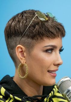 Many people believe that there is a magical formula for home decoration. Undercut Hairstyles, Pixie Hairstyles, Pixie Haircut, Cool Hairstyles, Halsey Short Hair, Hair Inspo, Hair Inspiration, Grunge Hair, Shaved Hair