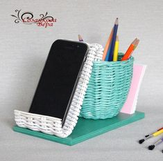 Paper Weaving, Newspaper Crafts, Paper Basket, Paper Quilling, Diy Projects To Try, Wicker, Diy And Crafts, Creative, Wall
