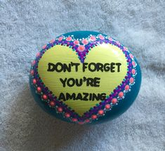 "Change ""don't forget"" to Remember Pebble Painting, Pebble Art, Stone Painting, Painted Rocks Craft, Hand Painted Rocks, Painted Stones, Rock Painting Ideas Easy, Rock Painting Designs, Stone Crafts"