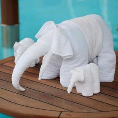 How To Fold Towels Into Animals Carnivals 65 Best Ideas Towel Origami, Origami Folding, Napkin Folding, Guest Towels, Hand Towels, Clean Leather Purse, Elephant Towel, Towel Animals, How To Fold Towels