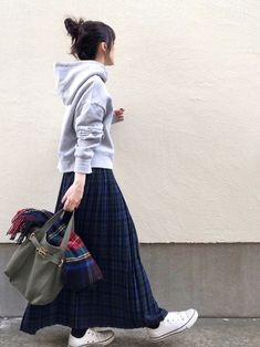 """Make your petite plastic even more fashionable! GU / UNIQLO / ZARA / DAISO """"Correct answer in December"""" – Miracles from Nature Long Skirt Fashion, Modest Fashion, Hijab Fashion, Korean Fashion, Fashion Outfits, Fashion Tips, Fashion Fashion, Modest Outfits, Skirt Outfits"""