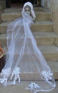 31 trendy vintage wedding veil lace the dress Vintage Wedding Suits, Vintage Wedding Centerpieces, Vintage Dresses, Wedding Veil, Dress Wedding, Here Comes The Bride, Elegant Wedding, Wedding Inspiration, Lace