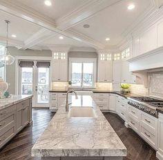 Classic Kitchen, Kitchen White, White Kitchens, Country Kitchen, Neutral Kitchen, Luxury Kitchen Design, Home Decor Kitchen, Kitchen Ideas, Diy Kitchen