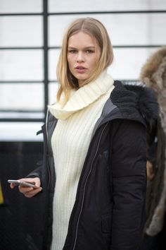The Best New York Fashion Week Street Style: Fall 2015 New York Fashion Week Street Style, Autumn Street Style, Street Fashion, Anna Ewers, Preppy Sweater, Street Trends, Couture Week, Star Fashion, Everyday Fashion