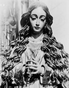 A baroque sculpture of Mary as the Immaculate Conception in Granada, Spain. Source: http://allaboutmary.tumblr.com/post/13938438930/a-baroque-sculpture-of-mary-as-the-immaculate