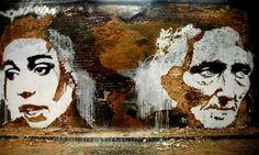 Street Art / Alexandre Farto aka Vhils  Alexandre Farto aka Vhils est un artiste portugais qui travaille sur les façades de bâtiments anciens à l'aide d'outils tels que burins, marteaux-piqueurs et explosifs à fin de créer de véritables portraits creusés dans la roche.