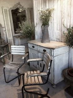 Vintage whites - love the mirror with the shutters and table.  Great entry ensemble.