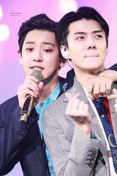 EXO's Sehun once filled Chanyeol's entire camera roll on his phone with over 100 selcas he took of his cute maknae self and it's legendary. Tao Exo, Exo K, Park Chanyeol, Chanbaek, Chansoo, Exo Ot12, Exo Couple, Exo Official, Ko Ko Bop