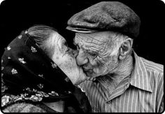 my misty morning : Photo Elderly Couples, Old Couples, Couples In Love, Mature Couples, Grow Old With Me, Growing Old Together, Never Grow Old, Old Faces, Love Never Dies