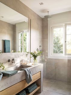 Bathroom Ideas for Women Tiny House Bathroom, Bright Bathroom, Bathroom Interior, Amazing Bathrooms, Bathroom Ceiling Light, Rustic Bathrooms, Bathroom Interior Design, Blue Bathroom Decor, Bathroom Design