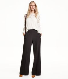 Wide-cut pants in woven crêpe fabric with side pockets. Buttons at sides.