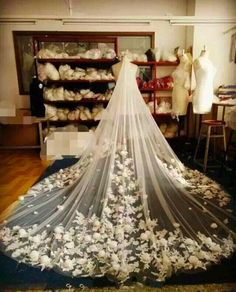 2016 Amazing White Bridal Veils Cathedral Length with Applique Handmade Flower Wedding Veils Custom Made One Layer Wedding Accessories