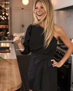 Italian taffeta, couture-like bow, enviably chic statement sleeve—the Dana Puff Romper is more deconstructed ball gown than anything else. Link in bio to shop via Gwyneth Paltrow, Chic Over 50, Fashion Models, Fashion Outfits, Fashion Corner, Glamour, Date Outfits, Dress To Impress, Celebrity Style