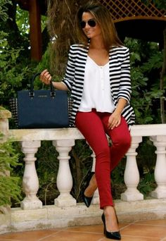 One of my favorite outfits, I love the striped blazer paired with the lose fitting, but classy white tee & red pants! Mode Outfits, Fashion Outfits, Womens Fashion, Fashion Scarves, Classy Outfits, Casual Outfits, Fashionable Outfits, Best Blazer, Moda Casual