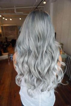 Christina ( of Tracy, California, posted this silver months ago, but we still feel it works today.Here the artist shares the HOW TO on her level client:Step Lighten using a balayage technique with Redken Flash Lift with 20 . Silver Blue Hair, Blue Gray Hair, Smokey Blue Hair, Silver Hair Colors, Grey Hair Colors, Green Hair, Hair Colour, Hair Color Formulas, Dye My Hair