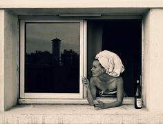 Photography, portrait of a smoking woman, looking out of the window. Lyon, France  Fotografie, Portrait einer rauchenden Frau, die aus dem Fenster schaut. Lyon, Frankreich