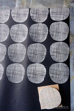 light on dark printed fabric: textile stamp, make your own pattern - fabric crafts Diy Stamps, Handmade Stamps, Potato Stamp, Potato Print, Stamp Printing, Screen Printing, Block Printing On Fabric, Block Print Fabric, Block Printing Designs