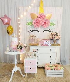 Amei tudo nessa decoração Unicórnio. Ficou muito linda né? By @danicarlaartesefestas . . . #unicornio #unicornioparty #festa #party…