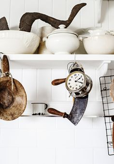 keukenplank Photographed and styled by ©Kara Rosenlund Eclectic Kitchen, Kitchen Interior, Natural Wood Decor, Kara Rosenlund, Retail Interior Design, Kitchen Shelves, Kitchen Utensils, Brick And Stone, Beautiful Space