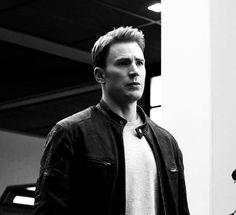 Chris Evans (Captain America). Captain America: Civil War (2016).
