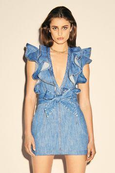 Philosophy di Lorenzo Serafini Resort 2020 Fashion Show - Vogue Party Fashion, Fashion 2020, Runway Fashion, Fashion Show, Denim Fashion, Fashion Outfits, Sleeveless Denim Dress, Ruffle Dress, Party Mode