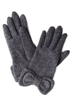 Not to Worry Gloves in Grey http://rstyle.me/n/cibfdpdpe