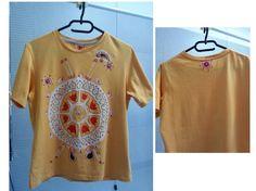 Maglietta gialla con mandala - pittura su stoffa