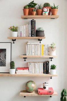 BRACKET TIPTOE Wall Bracket - Create Unique Shelving Units with our wall brackets. Pick your own color among our selection!TIPTOE Wall Bracket - Create Unique Shelving Units with our wall brackets. Pick your own color among our selection! White Floating Shelves, Floating Shelves Bathroom, Diy Bedroom Decor, Living Room Decor, Wall Decor, Home Decor, Home Design, Wall Design, Interior Design