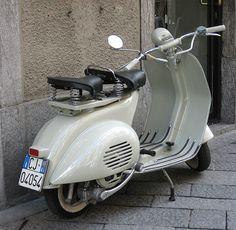 Vintage '54 | Flickr - Photo Sharing! Piaggio Vespa, Lambretta Scooter, Scooter Motorcycle, Vespa Scooters, Vintage Vespa, Vintage Cars, Foto Vespa, Custom Vespa, Alfa Romeo Cars