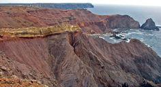 Ponta do Telheiro, do Paleozóico-Terciário, onde, entre outros pormenores, existe um grês de Silves que é branco.  A Ponta do Telheiro, com o grês branco e a descontinuidade.