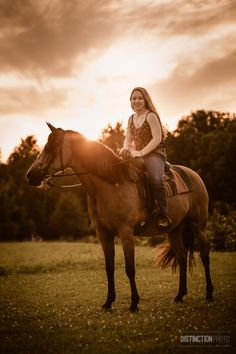 High school senior riding her horse at sunset I High School Senior photography by Distinction Photo