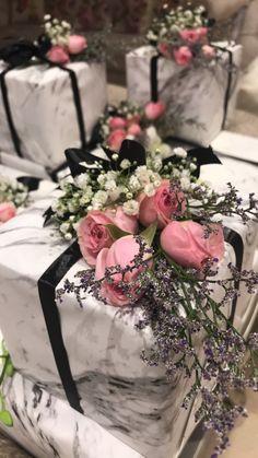 Wedding Hamper, Wedding Gift Boxes, Wedding Gifts, Flower Box Gift, Flower Boxes, Creative Gift Wrapping, Creative Gifts, Ramadan Decorations, Wedding Decorations