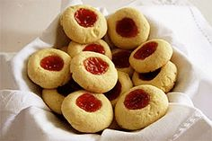 The Missing Flavor: Guava and tapioca thumbprint cookies Gluten Free Treats, Gluten Free Cookies, Gluten Free Baking, Sugar Cookies, Puerto Rican Bread Recipe, Puerto Rican Recipes, Dominican Recipes, Candy Recipes, Cookie Recipes